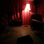 The cosy stage area. More mood lighting.